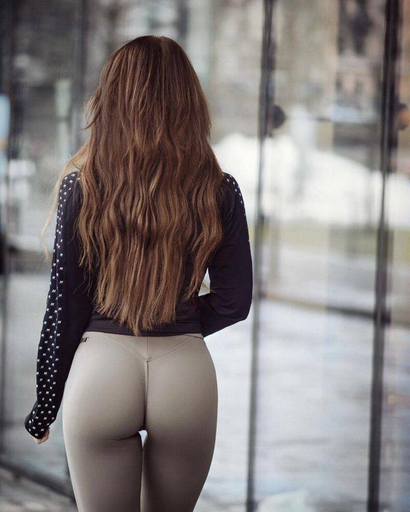 Сексуальные девушки в спортивных штанишках (35 фото)