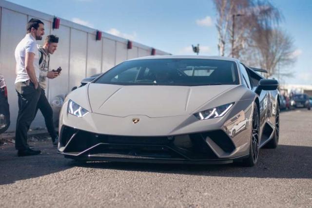 Владелец Lamborghini Performante хотел разогнаться в городе, но все пошло не так, как он планировал (4 фото)