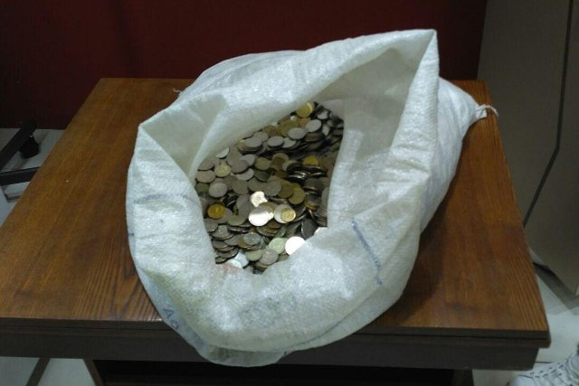 Житель Магнитогорска получил 65 килограммов денег от магазина за сломанные часы (3 фото)