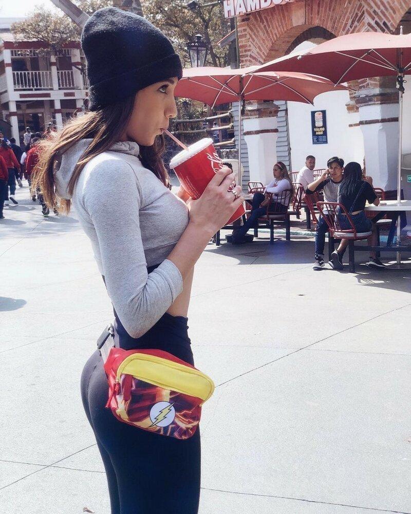 Симпатичные девушки в теплых шапочках (35 фото)