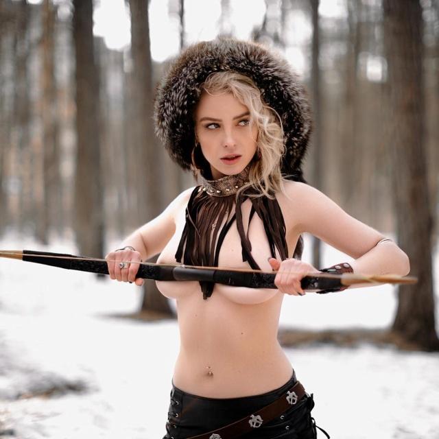 Журналистка КХЛ Ульяна Тригубчак опубликовала первую часть снимков из откровенной фотосессии (5 фото)