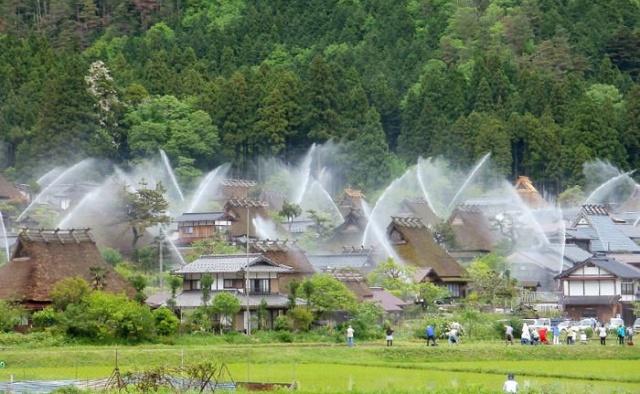 Необычная японская деревня (5 фото)