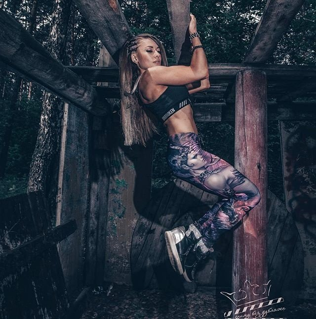 Сибирячка Оксана Сморода занялась бодибилдингом после того, как жених начал поднимать на нее руку (15 фото)
