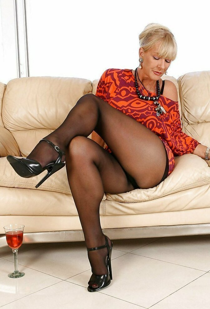 old-black-women-in-pantyhose