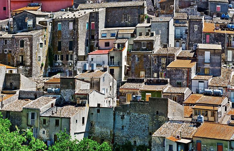 На Сицилии можно купить дом всего за 1 евро