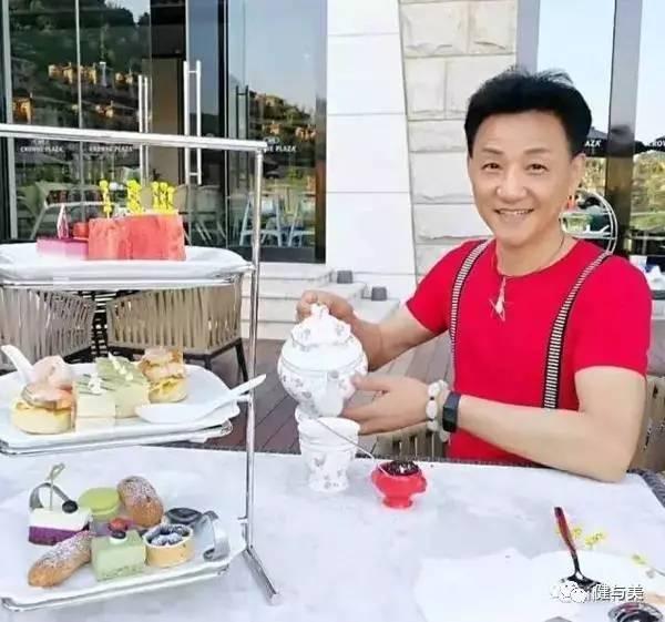 Шанхайский дедушка выглядит на 20