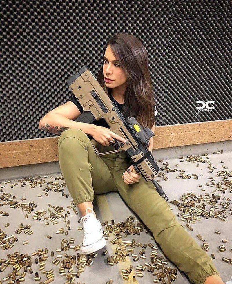 """Израильская """"Королева пушек"""" обожает разряжать стволы"""