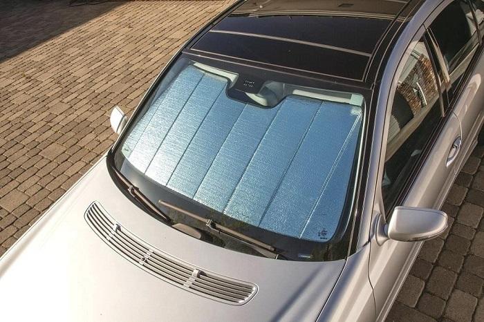 Простые способы уберечь автомобиль от палящего солнца летом