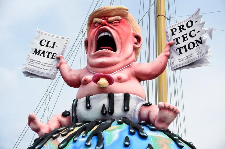 Все карикатуры и ростовые куклы Трампа в одной статье